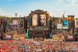 festival crowd image